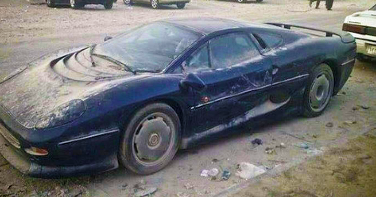 20 Photos Of Luxury Cars Rotting Away On Dubai S Roadsides