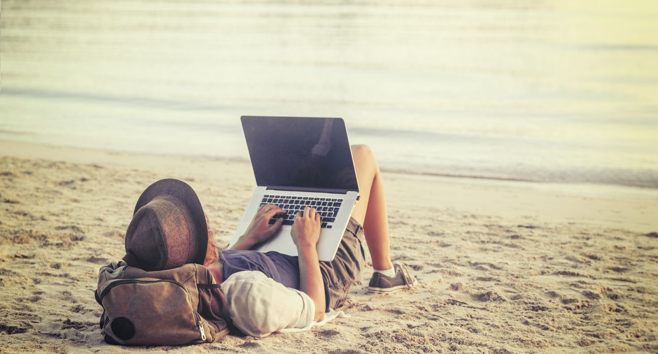 Nomadic Lifestyle: How to Earn Money While You Travel | TheTravel